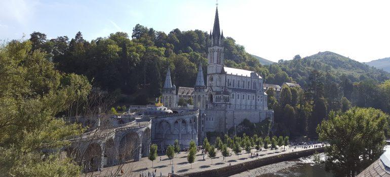 Lourdes, Heiliger Bezirk, Bistumswallfahrten, Wallfahrt Lourdes