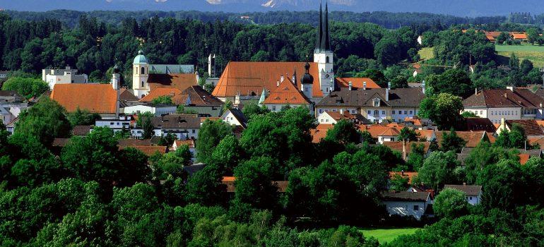 Altötting mit Alpen, Wallfahrtsort Bayern, Pilgern Bayern, Arche Noah Reisen