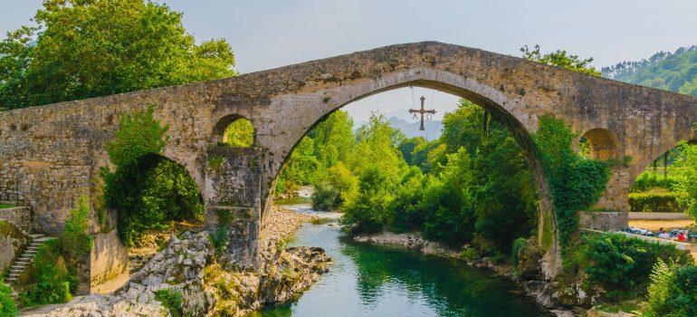 Römische Brücke in Cangas de Onis, Asturien, Fotolia: Alfonso de Tomas, Wanderreise Spanien