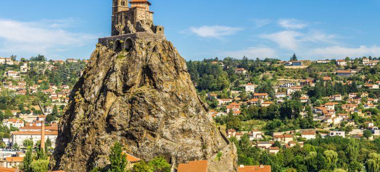 Saint Michel d Aiguilhe, Le Puy en Velay, emk - Fotolia_127473965_XL, Wandern auf dem Jakobsweg, Naturreise Gruppe, Geführte Pilgerwanderung, Arche Noah Reisen