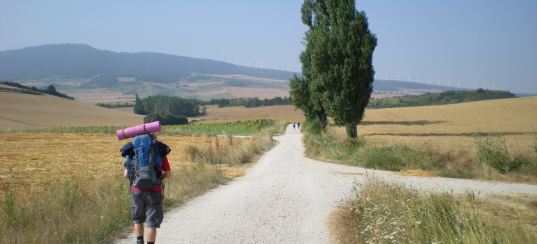 Wanderer auf dem Jakobsweg, Fotolia_20430763_XL_Gerhard-Reus, Organisierte Wanderung auf dem Jakobsweg