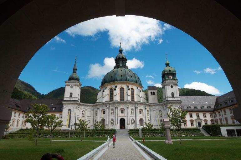 Kloster Ettal, Pilgerreise Bayern, geistliche Begleitung, Arche Noah Reisen, www.pixabay.com