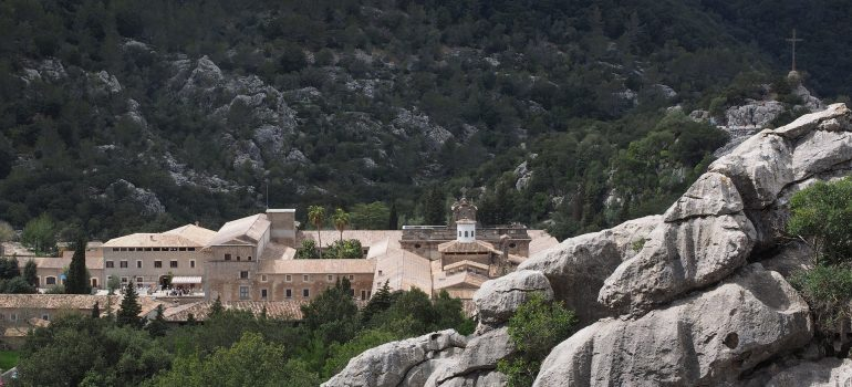 Mallorca, Santuari de Lluc, Bild von Hans Braxmeier auf Pixabay, Pilgerreisen, Wallfahrtsort Mallorca, Arche Noah Reisen