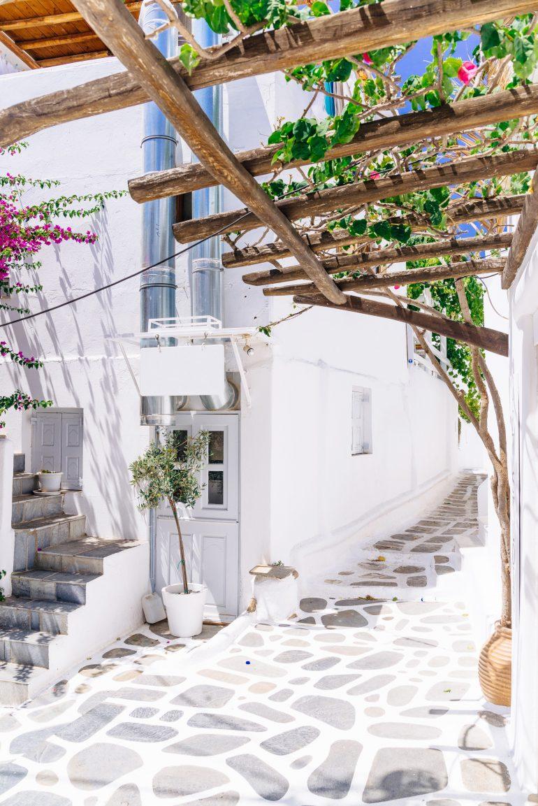 Inselhüpfen Kykladen, Mykonos alley, Cyclades, Griechenland