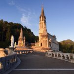 Lourdes - Obere Basilika bei Sonnenaufgang, Foto Daniela Welter, Arche Noah Reisen
