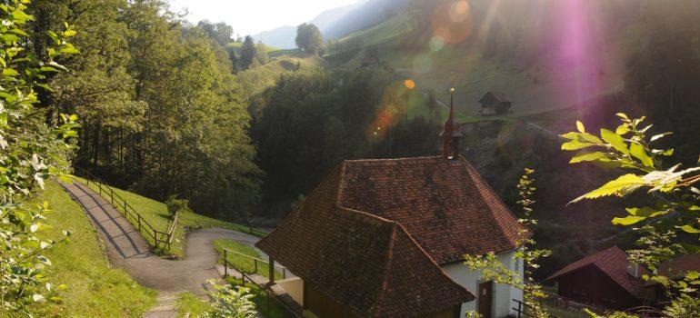 Obere Ranftkapelle mit Zelle (Klause) -®obwalden-tourismus.ch (Fotograf; Franz M++ller)