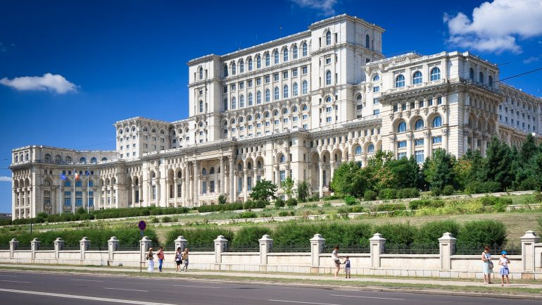 Palates des Parlamentes, Karpaten Turism