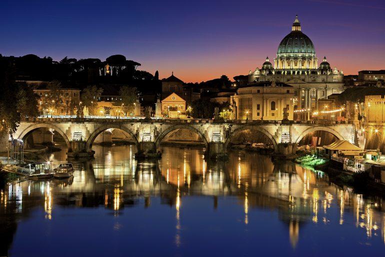 Rom, Vatikanstadt bei Nacht, Julius Silver auf Pixabay
