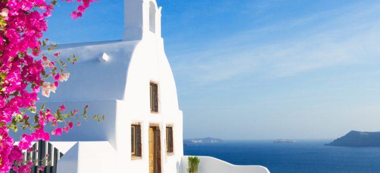 Gruppenreise Kykladen, Santorini , Kirche mit blauer Kuppel, Griechenland