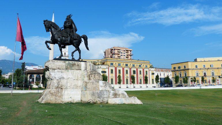 Skanderbeg Platz, Tirana, Gruppenreisen Albanien, Arche Noah Reisen