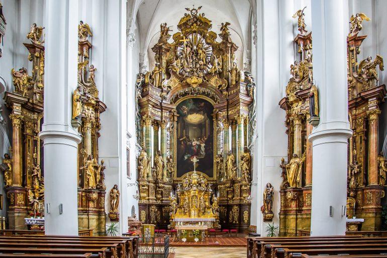 Straubing, Karmelitenkloster, Pilgern in der Gruppe, Pilgerreise Bayern, Arche Noah Reisen, www.pixabay.com