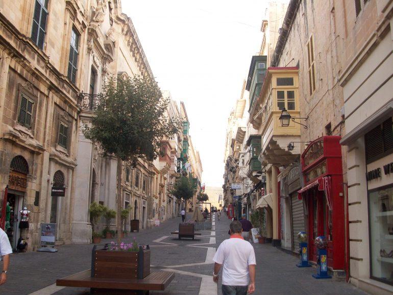 Valletta Fußgängerzone, Reise mit Pfarrer, Paulinus Leserreise Malta, Arche Noah Reisen