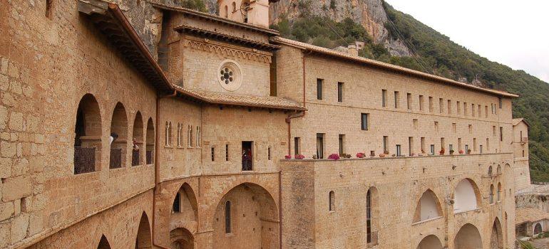 Kloster Benedektiner Subiaco, Bild von stefanom1974 auf Pixabay, Pilgerreisen Rom