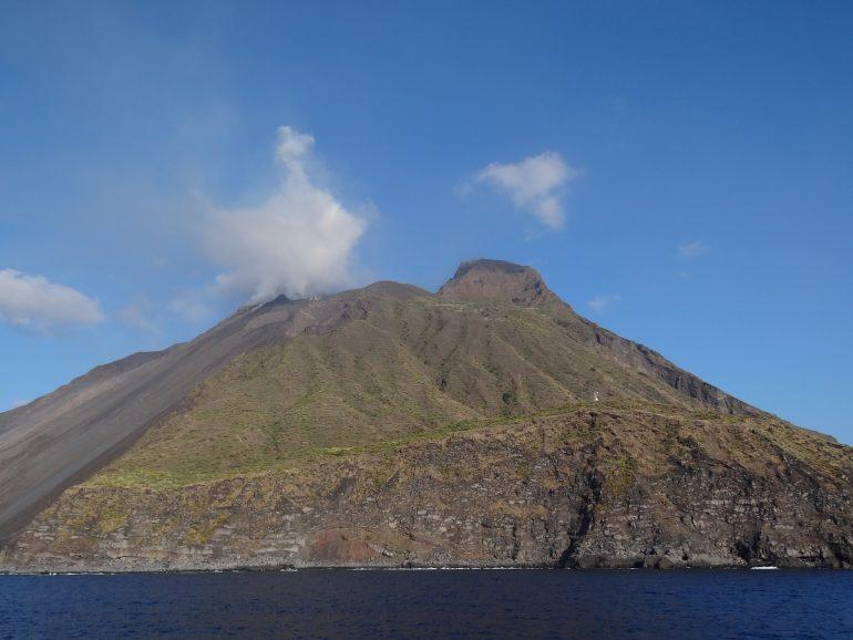Stromboli, www.pixabay.com, Ausflug zum Stromboli, Vulkanlandschaft, Gruppenreise Liparische Inseln, Arche Noah Reisen