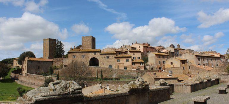 Tuscania, Bild von Stefano Iorio auf Pixabay, Gruppenreise Italien, Arche Noah Reisen
